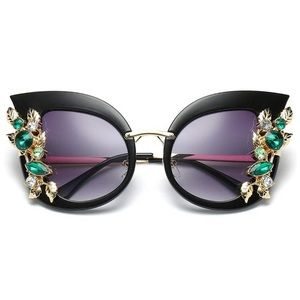 Fabulous Cat Eye Glam Sunglasses🕶 .